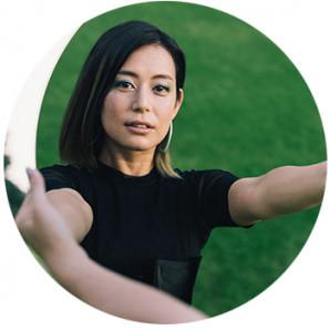 Aika Miyaki  holding a mirror
